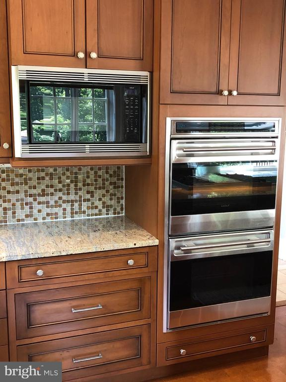 Convection/Micro plus Double Wall Ovens - 6811 CLIFTON RD, CLIFTON