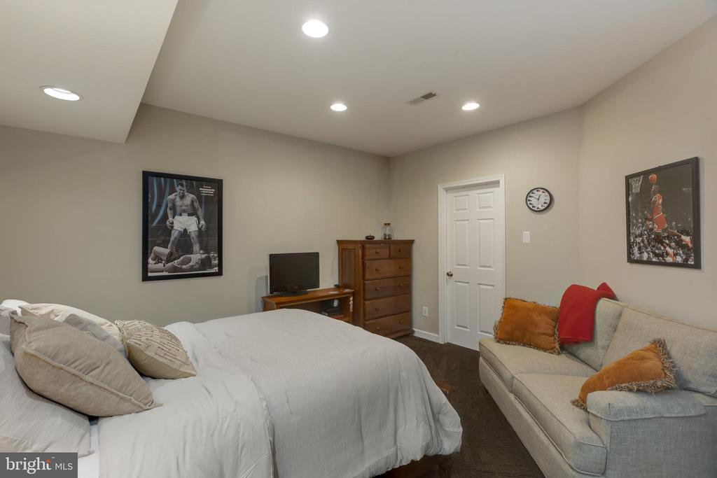 Lower  Level Optional Room used as 5th Bedroom - 22749 HIGHCREST CIR, BRAMBLETON