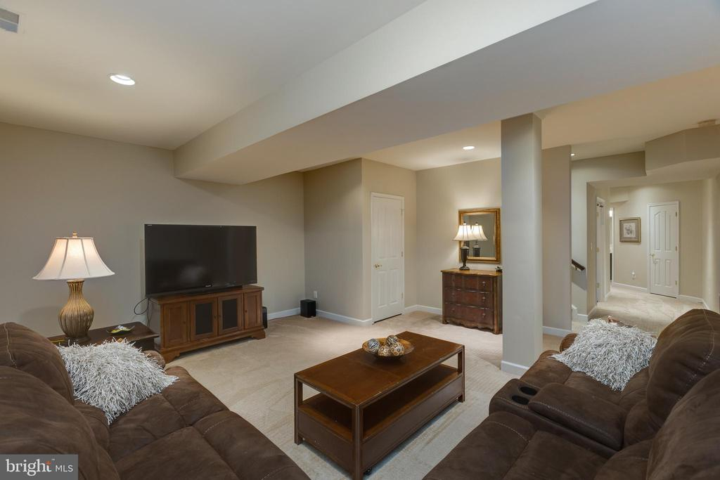 Lower Level Lounge Area - 22749 HIGHCREST CIR, BRAMBLETON