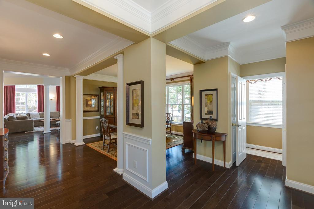 Foyer with view into Dining Room & Family Room - 22749 HIGHCREST CIR, BRAMBLETON