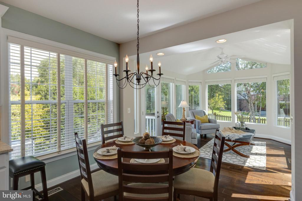 Breakfast area with view into Sunroom - 22749 HIGHCREST CIR, BRAMBLETON