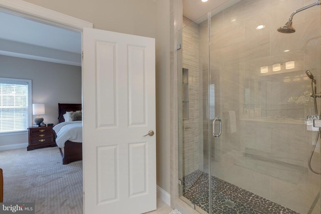 Master Bath Shower - 22749 HIGHCREST CIR, BRAMBLETON