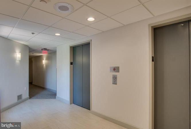 Updated Hallways! - 1301 N COURTHOUSE RD #1007, ARLINGTON