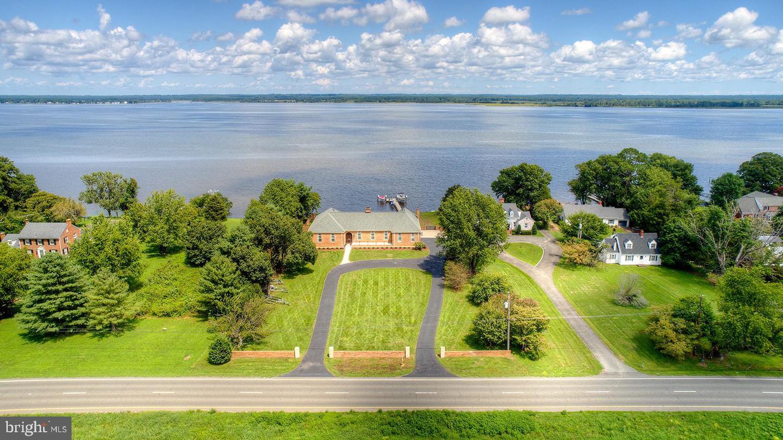 Single Family Homes pour l Vente à Tappahannock, Virginia 22560 États-Unis
