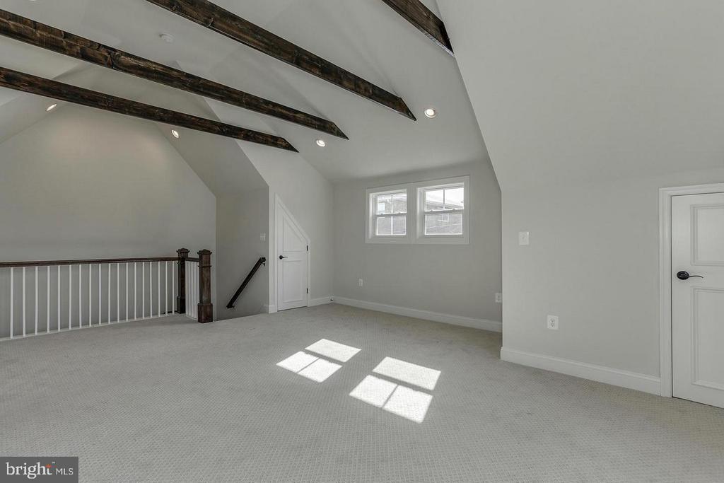 Detached garage (very similar example) - 427 N CLEVELAND ST, ARLINGTON