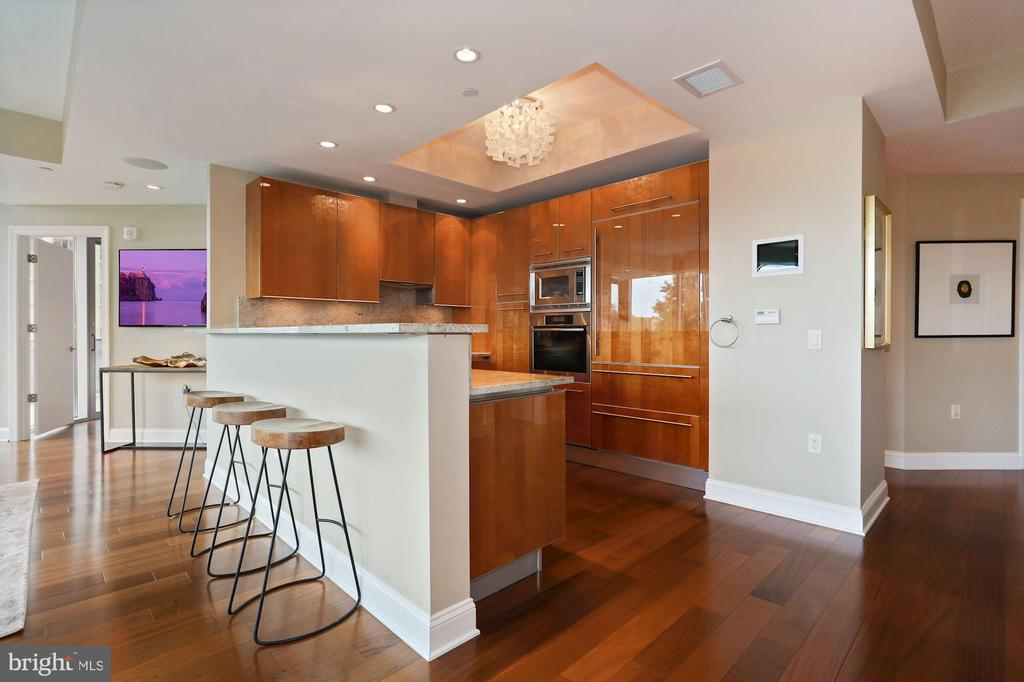 Pristine Kitchen with Breakfast Bar - 1881 N NASH ST #810, ARLINGTON