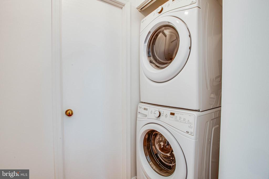 Full size washer and dryer - 413 LIBERTY BLVD, LOCUST GROVE
