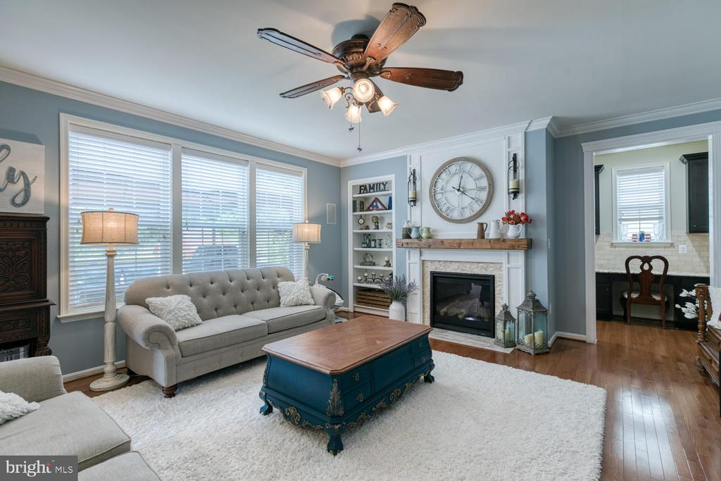 Lots of natural light - 517 APRICOT ST, STAFFORD