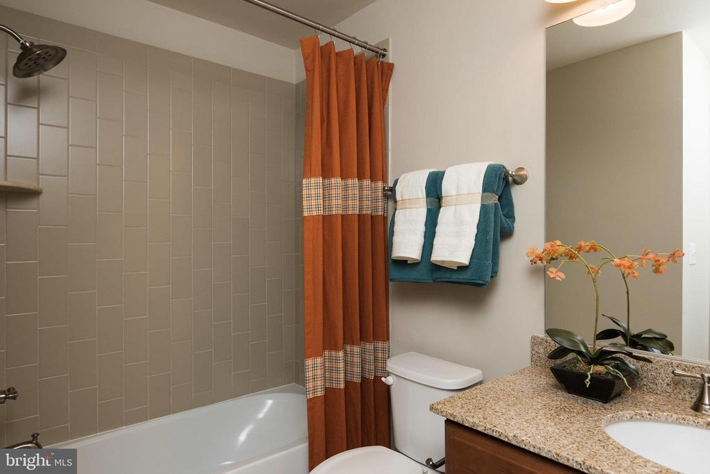 ...with full bathroom. - 25748 RACING SUN DR, ALDIE