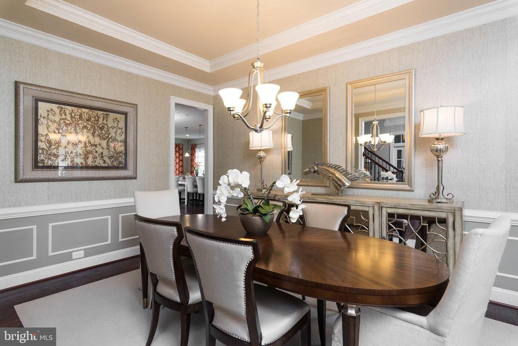 The formal dining room with upscale touches - 25748 RACING SUN DR, ALDIE