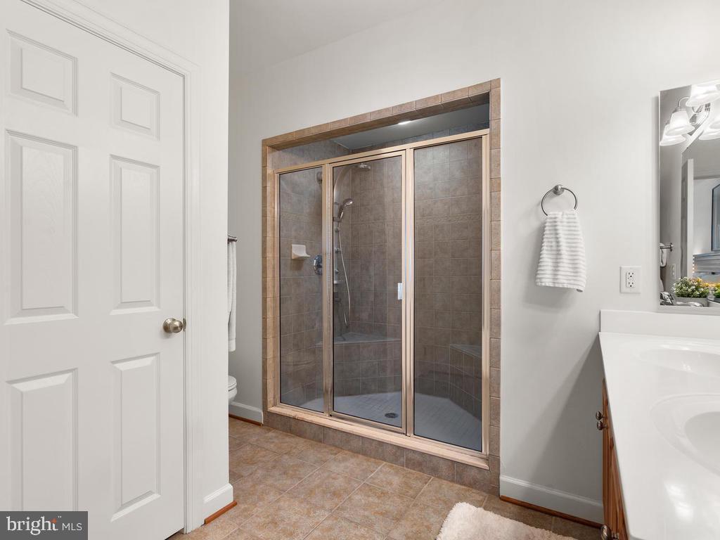 oversize shower - 2364 MERSEYSIDE DR #137, WOODBRIDGE