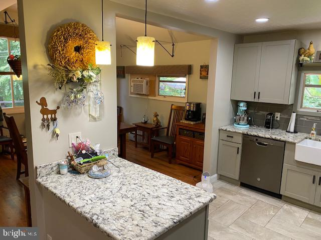 Kitchen / Counter Space
