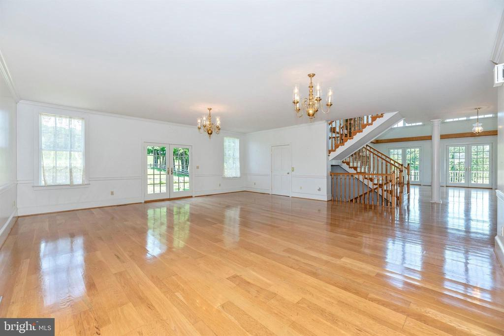 Grand ballroom w stairs to finished basement. - 7030 DRUMMINE RD, MOUNT AIRY