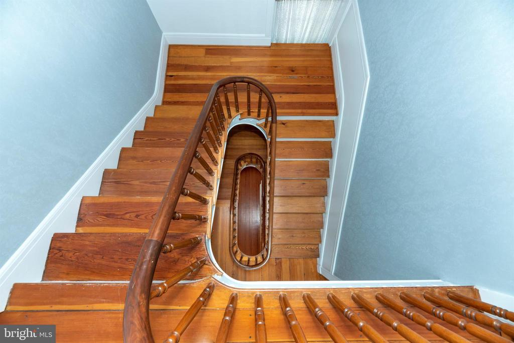 Gorgeous 3 story stairwell. - 7030 DRUMMINE RD, MOUNT AIRY