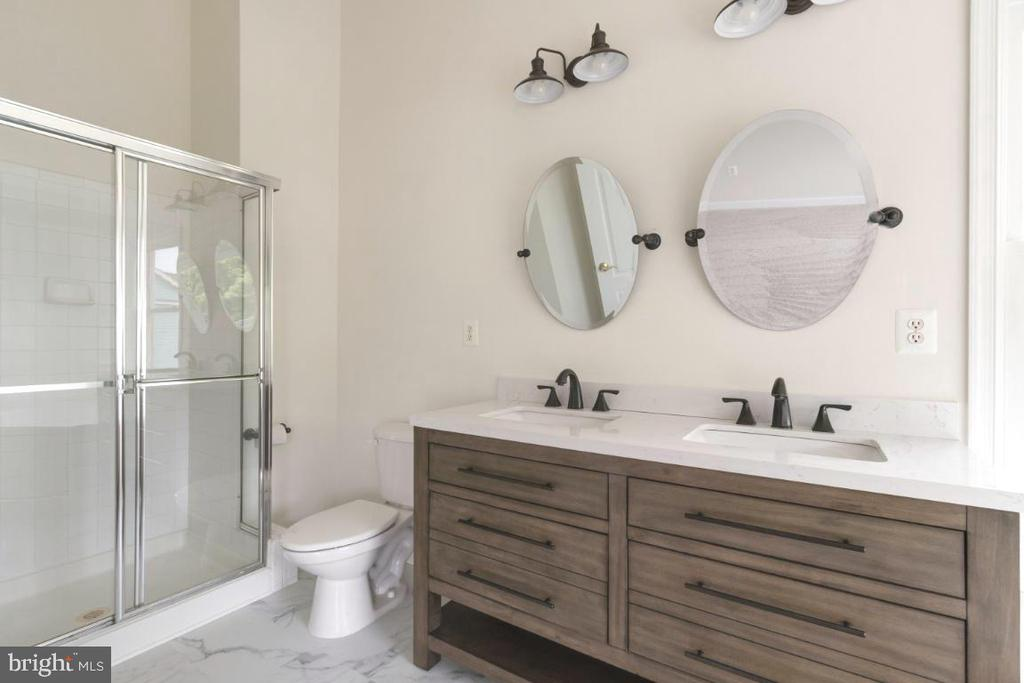 Updated Master bath - 255 TOWN BRANCH TER SW, LEESBURG
