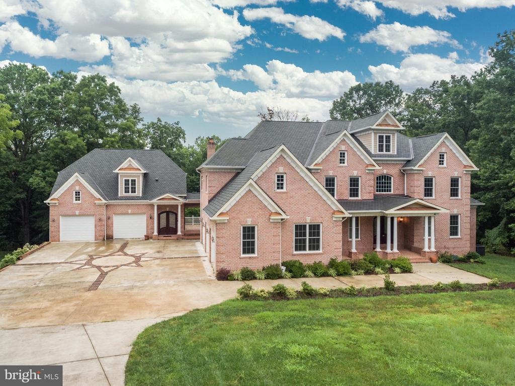 Modern Federalist Estate  on appx 7 acres - 11400 ALESSI DR, MANASSAS