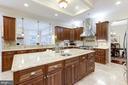 Gourmet Kitchen and Spacious Countertops - 11400 ALESSI DR, MANASSAS