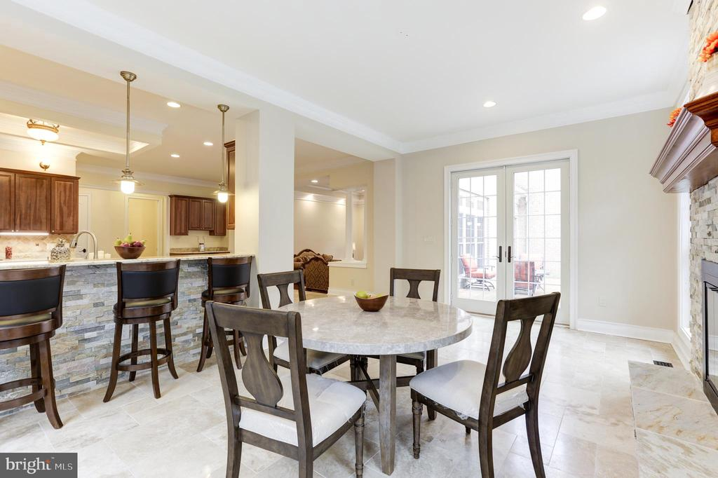 Open View into the Kitchen! - 11400 ALESSI DR, MANASSAS