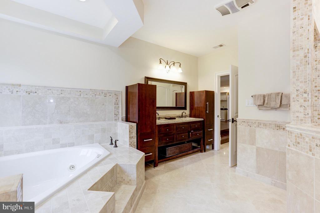 Master Suite Bathroom! - 11400 ALESSI DR, MANASSAS