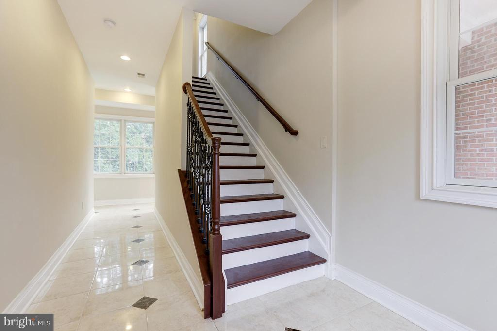 Steps Headed to Second Inlaw Suite! - 11400 ALESSI DR, MANASSAS
