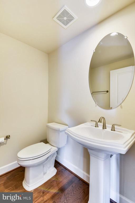 Powder room features a pedestal sink. - 19433 SASSAFRAS RIDGE TER, LEESBURG