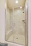 Shower features a seat. - 19433 SASSAFRAS RIDGE TER, LEESBURG