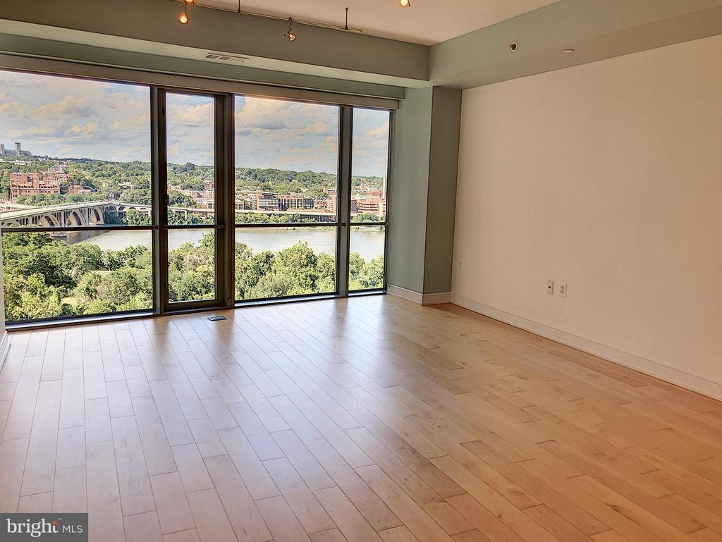 Living room with view of Georgetown - 1111 19TH ST N #1509, ARLINGTON