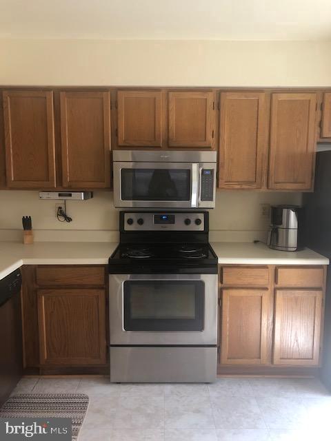 Kitchen w/stainless steel appliances - 322 MEADOW WAY, LANDOVER