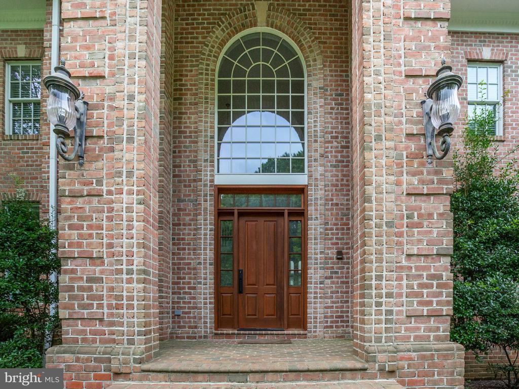 Grand Entrance - 658 ROCK COVE LN, SEVERNA PARK