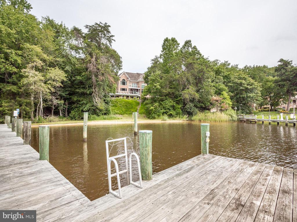 Private Pier with 2 slips and 2 Lifts - 658 ROCK COVE LN, SEVERNA PARK