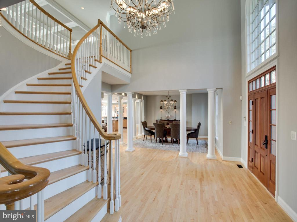 Sweeping Staircase - 658 ROCK COVE LN, SEVERNA PARK