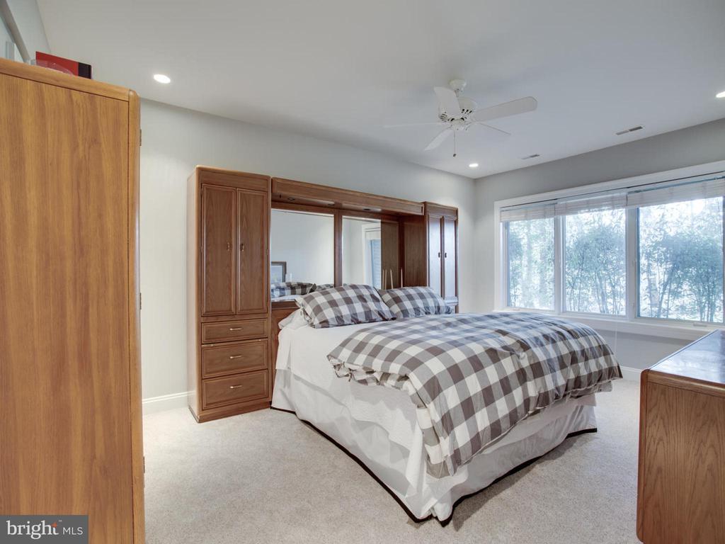 Lower Level Bedroom - 658 ROCK COVE LN, SEVERNA PARK