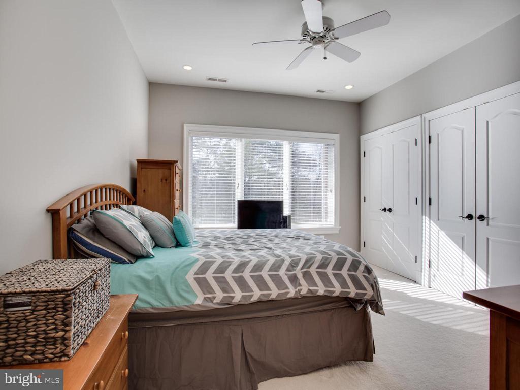 Bedroom with Jack and Jill Bath - 658 ROCK COVE LN, SEVERNA PARK