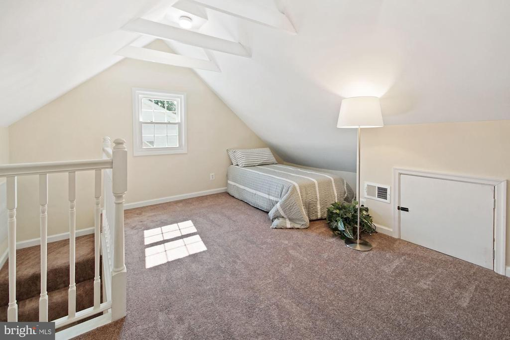 Finished attic - 4808 GUILFORD RD, COLLEGE PARK