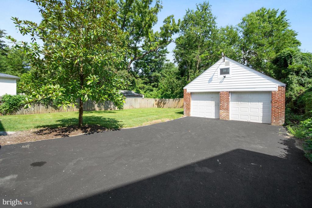 Re-sealed driveway with 2 car garage - 4808 GUILFORD RD, COLLEGE PARK