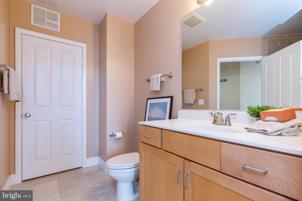 The hall bath has vanity, shower, + laundry closet - 1201 N GARFIELD ST #316, ARLINGTON