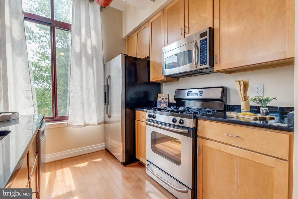 Efficient cook area or dine out across the street - 1201 N GARFIELD ST #316, ARLINGTON