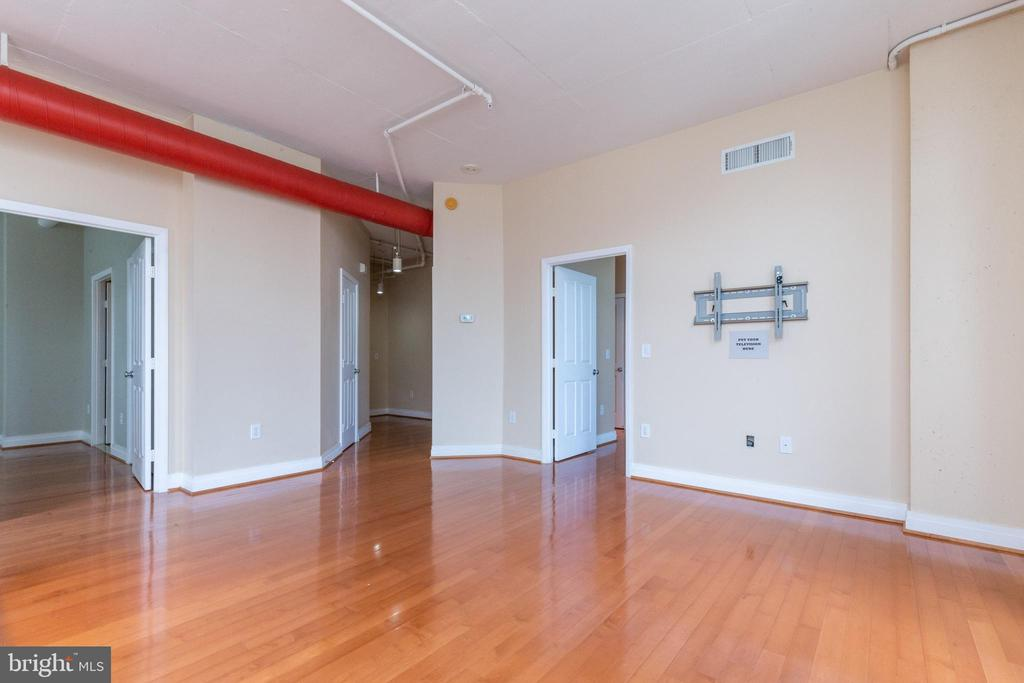 Exposed ceiling with accent colored ductwork - 1201 N GARFIELD ST #316, ARLINGTON
