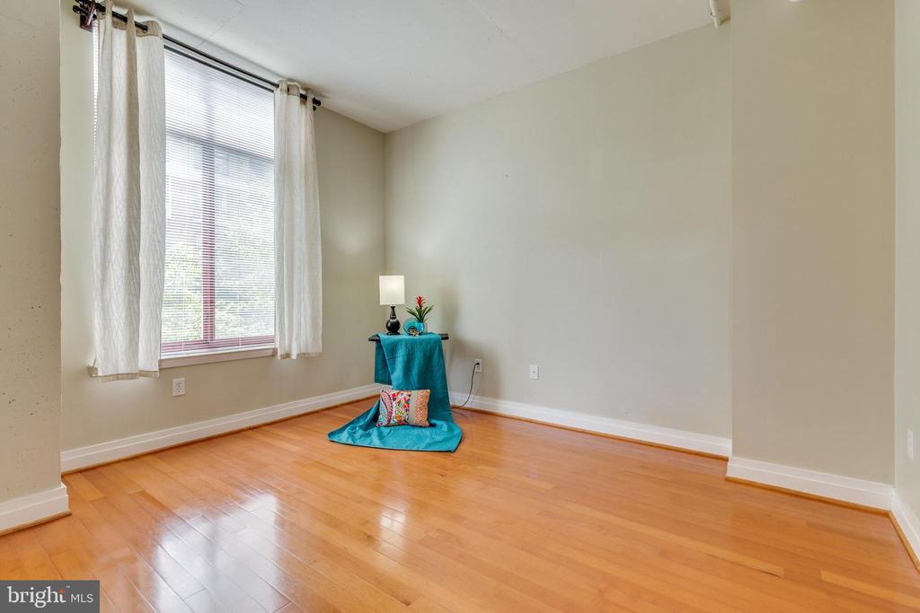 Get a good night's sleep in the main bedroom - 1201 N GARFIELD ST #316, ARLINGTON