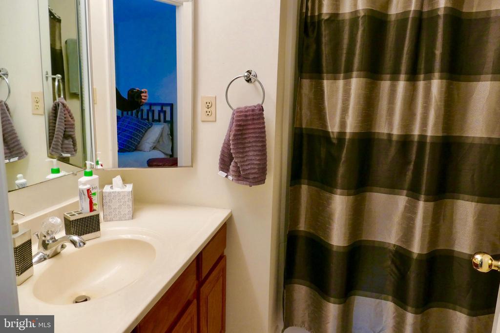 Bath off BR - 1815 N UHLE ST #1, ARLINGTON