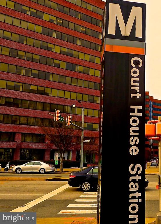 An EASY walk to the Courthouse Metro - 1815 N UHLE ST #1, ARLINGTON