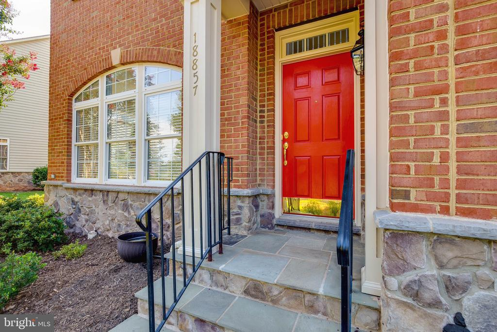 Beautiful New red front door! - 18857 ACCOKEEK TER, LEESBURG