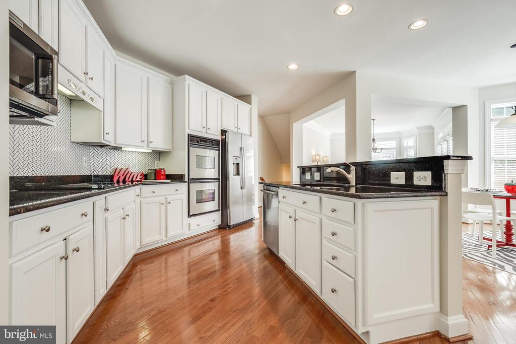 Newly Renovated Kitchen with SS appliances - 18857 ACCOKEEK TER, LEESBURG