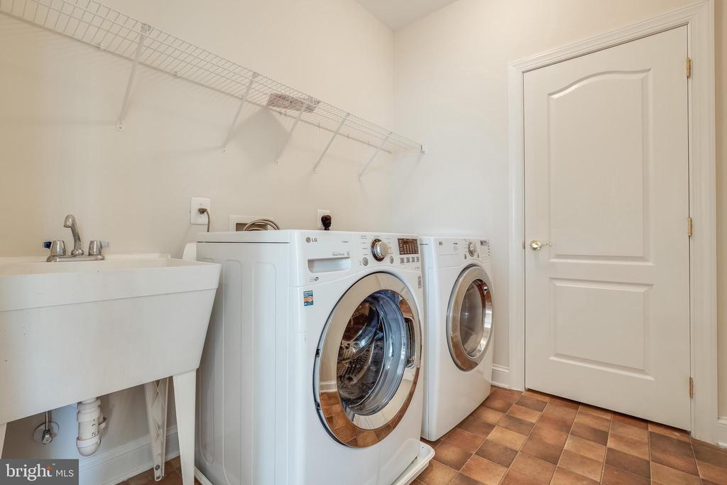UpperLevel Laundry Room w/linen closet - 18857 ACCOKEEK TER, LEESBURG