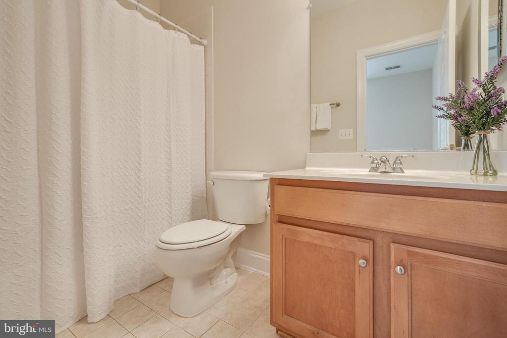 En-Suite Bedroom #2 with tub shower - 18857 ACCOKEEK TER, LEESBURG