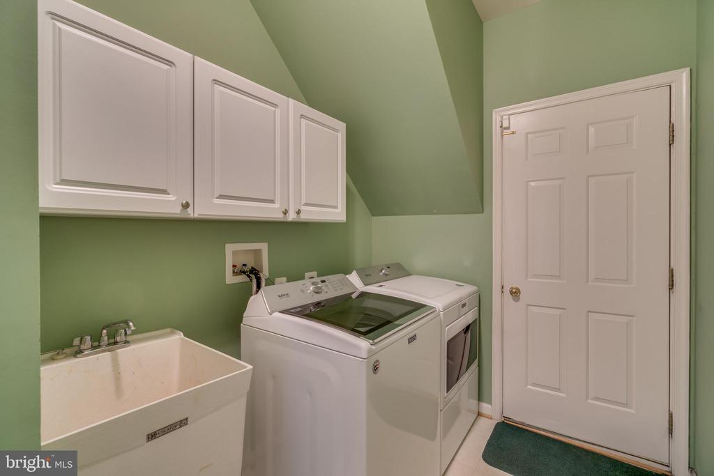 Main level laundry room - 19920 HAZELTINE PL, ASHBURN