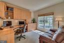 Main level library with built ins. - 19920 HAZELTINE PL, ASHBURN