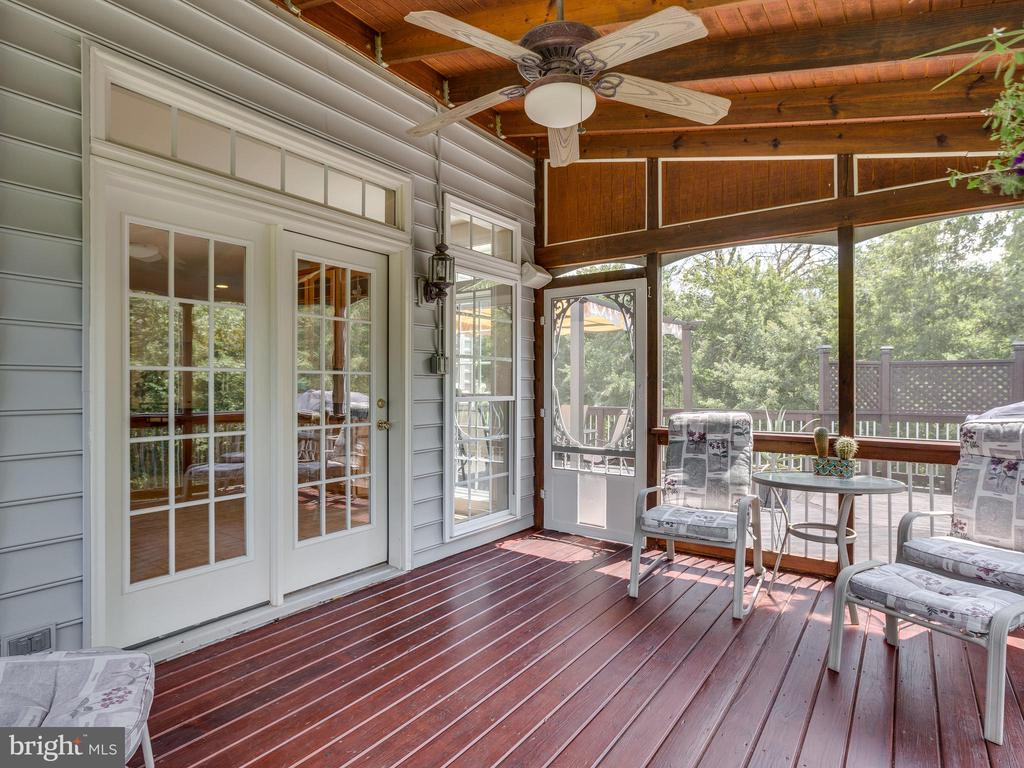 Screened-in porch - 42294 IRON BIT PL, CHANTILLY