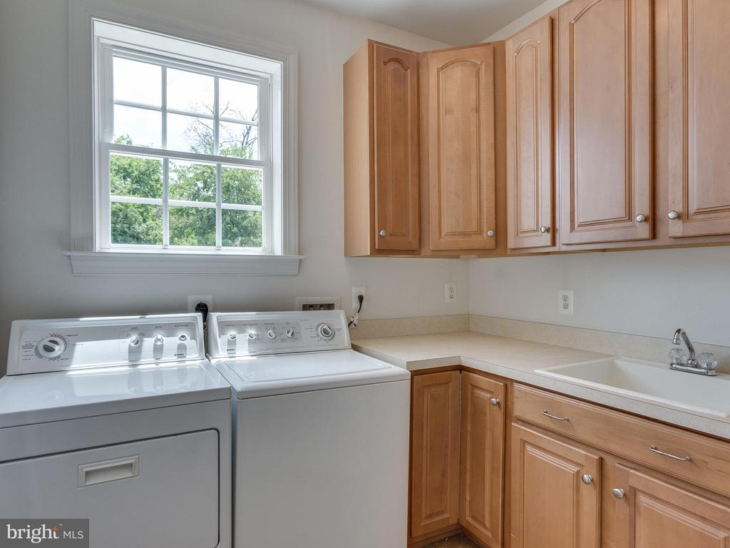 Washer/Dryer on main level with sink. - 42294 IRON BIT PL, CHANTILLY