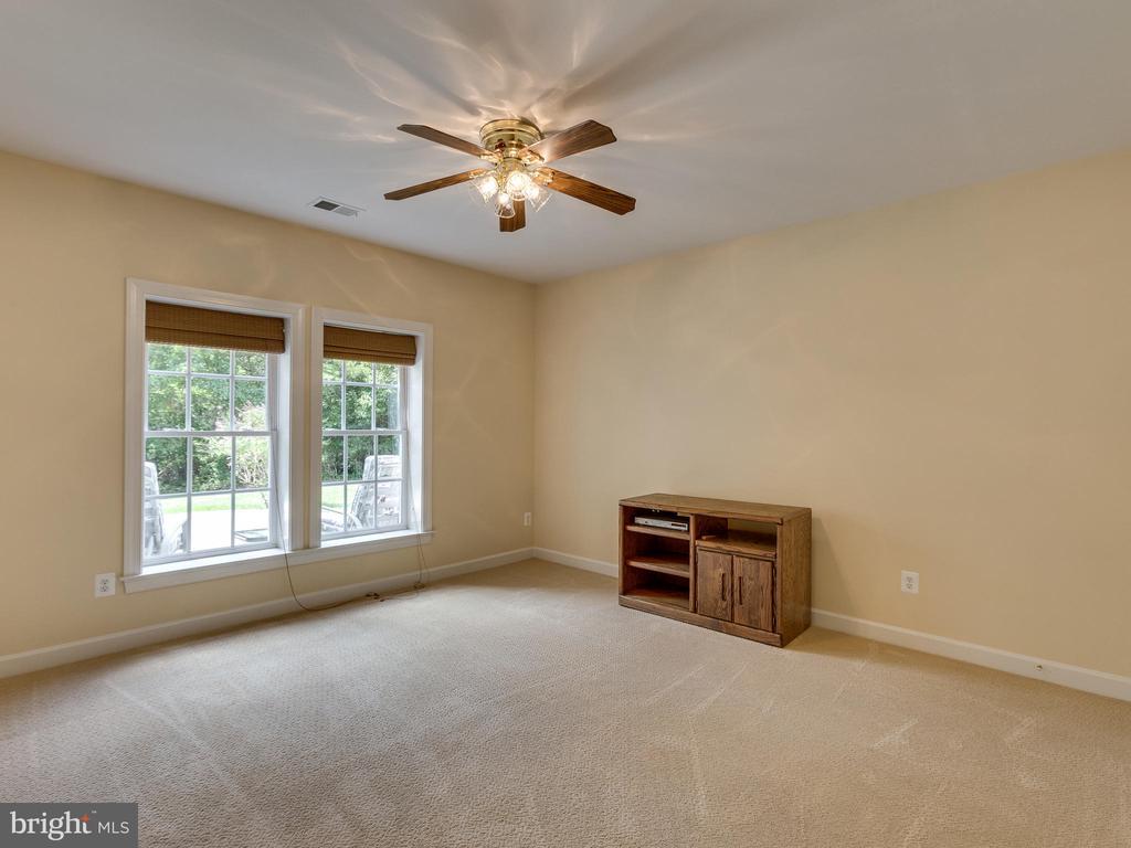 Bedroom #5 in basement. - 42294 IRON BIT PL, CHANTILLY